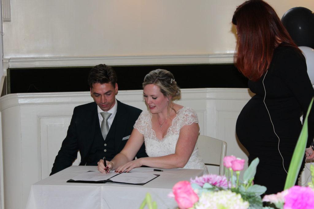 review Saskia trouwt bruiloft Paul en Stéphanie Blokzijl trouwceremonie bruiloft trouwmabtenaar Zwolle